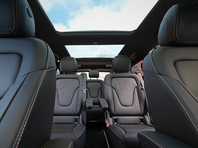 Mercedes V-Class Interior with panoramic roof in Berlin