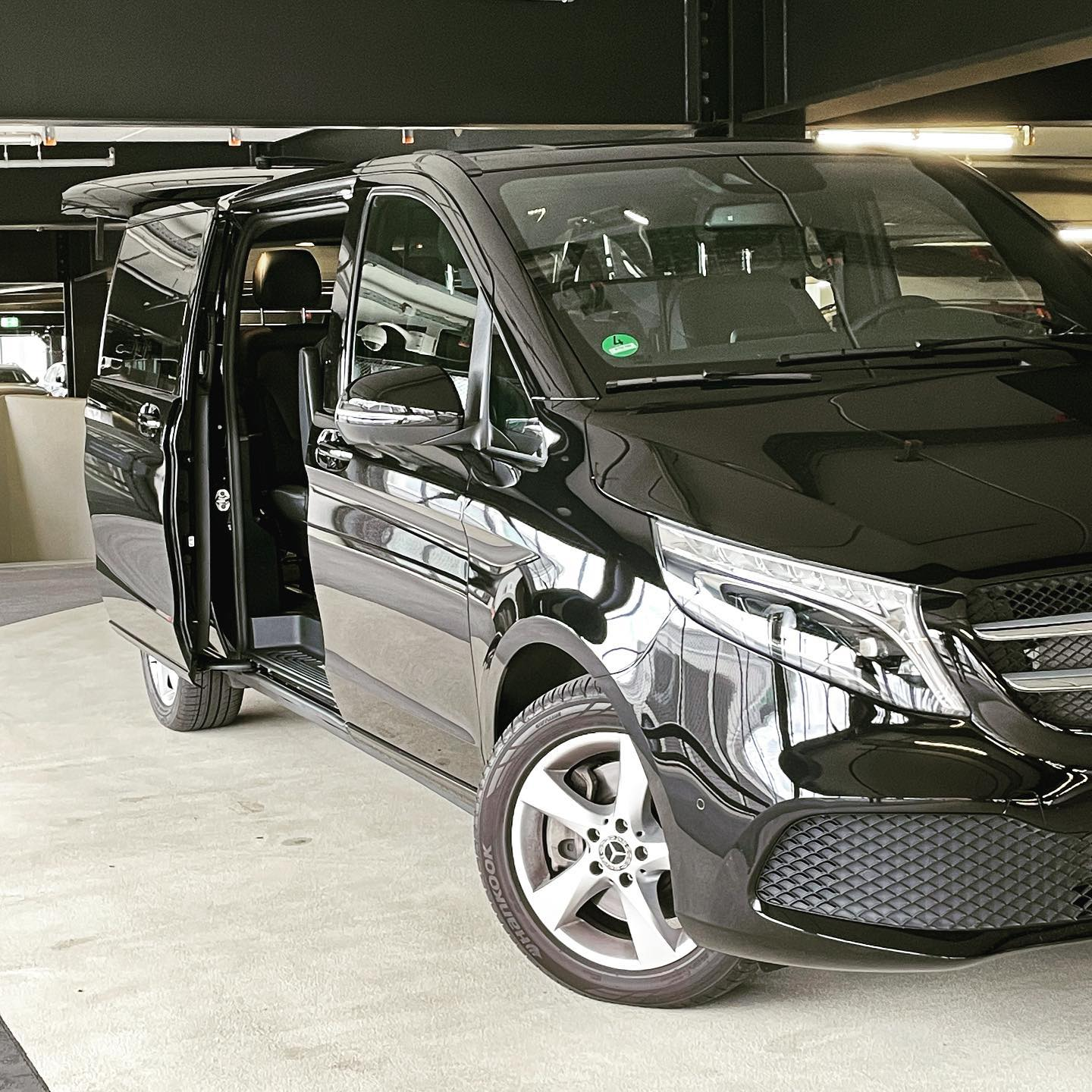 Pick up for two passengers with huge luggage at BER VIP Lounge #limousineservice #berlin #berairport #viplounge